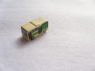 ミニカーのバスの写真素材 [FYI00379051]