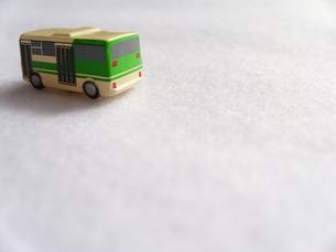 ミニカーのバスの写真素材 [FYI00379057]