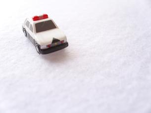 ミニカーの救急車の写真素材 [FYI00379060]
