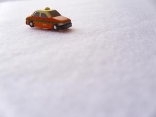 ミニカーのタクシーの写真素材 [FYI00379065]