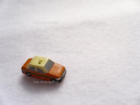 ミニカーのタクシーの写真素材 [FYI00379069]