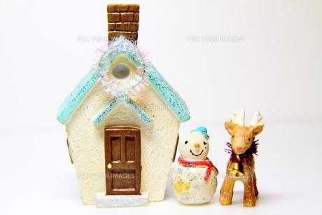 トナカイと雪だるまの写真素材 [FYI00379115]