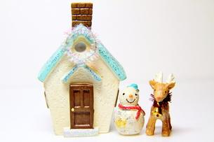 トナカイと雪だるまの素材 [FYI00379115]