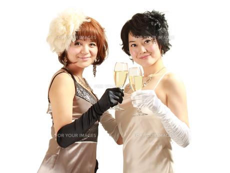 ウェディング 友達 乾杯 祝福の写真素材 [FYI00379386]