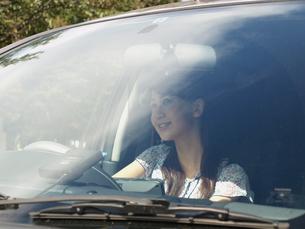 ドライブする女性の素材 [FYI00379478]
