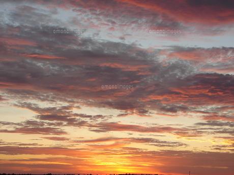朝日と雲の素材 [FYI00381179]