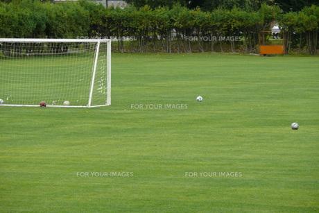 サッカーゴールとボールの写真素材 [FYI00381207]