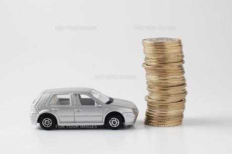 ミニカーと硬貨の素材 [FYI00381258]
