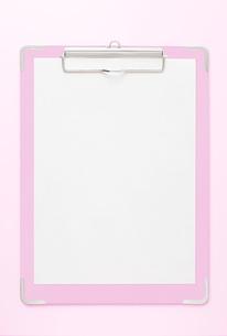 ピンクのクリップボードの写真素材 [FYI00381268]