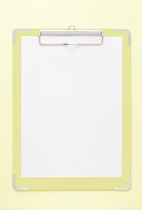 黄色のクリップボードの写真素材 [FYI00381279]