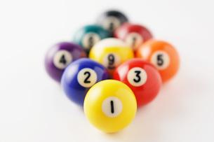 整列したビリヤード球の写真素材 [FYI00381288]