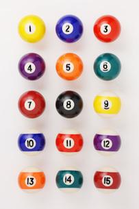 整列したビリヤード球の写真素材 [FYI00381289]