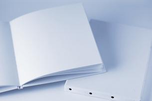 無地の本とキャンバスの写真素材 [FYI00381295]