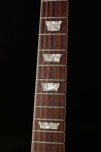 ギターのネックの写真素材 [FYI00381318]