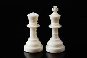 キングとクイーンのチェスの駒の写真素材 [FYI00381358]