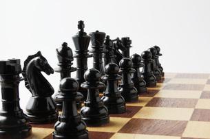 並べたチェスの駒の写真素材 [FYI00381361]