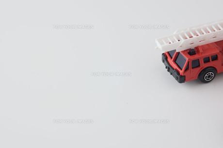 白背景に消防車の部分のアップの写真素材 [FYI00381401]