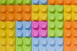 複数のカラフルなブロックの背景の写真素材 [FYI00381420]