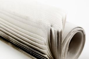 丸めた新聞紙のアップの写真素材 [FYI00381508]