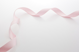 ピンクのリボンの写真素材 [FYI00381598]