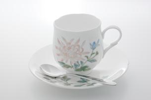 花柄のコーヒーカップの写真素材 [FYI00381609]
