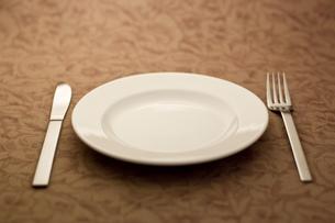 ナイフとフォークとお皿の写真素材 [FYI00381640]