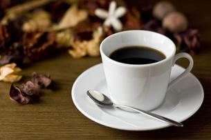 コーヒーとハーブの写真素材 [FYI00381661]