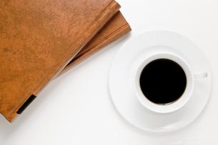 コーヒーと本の写真素材 [FYI00381663]
