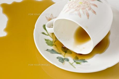 溢れたコーヒー の写真素材 [FYI00381683]