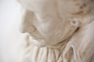 石膏像のアップの写真素材 [FYI00381695]