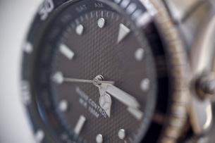 腕時計のアップの写真素材 [FYI00381697]