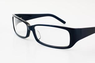 黒ブチ眼鏡の写真素材 [FYI00381708]