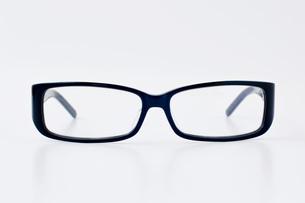 黒ブチ眼鏡の写真素材 [FYI00381714]