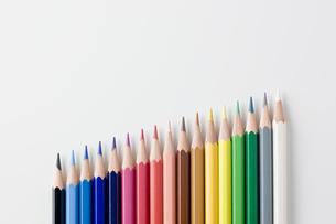 並べた色鉛筆の写真素材 [FYI00381776]