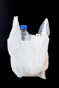 荷物を入れたレジ袋の写真素材 [FYI00381777]