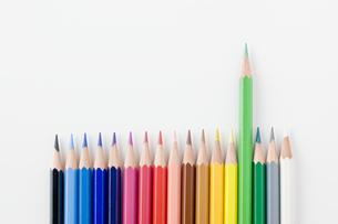 並べた色鉛筆の写真素材 [FYI00381788]