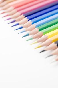 並べた色鉛筆のアップ の写真素材 [FYI00381792]