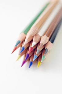 束ねた色鉛筆の写真素材 [FYI00381794]