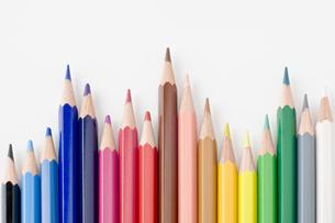 並べた色鉛筆の写真素材 [FYI00381795]