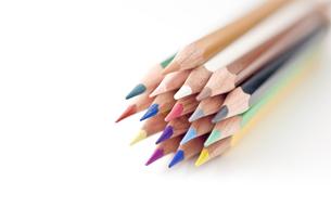 束ねた色鉛筆の写真素材 [FYI00381799]