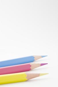 3本の色鉛筆の写真素材 [FYI00381803]