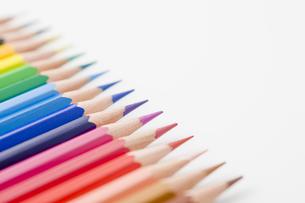 並べた色鉛筆のアップの写真素材 [FYI00381806]