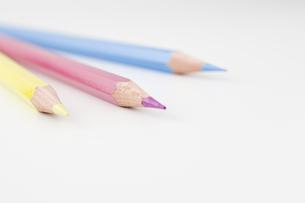 3本の色鉛筆の写真素材 [FYI00381808]