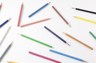 バラバラの色鉛筆の写真素材 [FYI00381810]