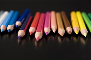 並べた色鉛筆の写真素材 [FYI00381815]