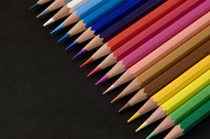 並べた色鉛筆の写真素材 [FYI00381818]