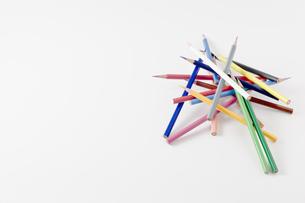 バラバラの色鉛筆の写真素材 [FYI00381823]