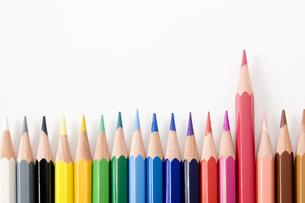 並べた色鉛筆の写真素材 [FYI00381824]