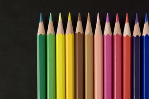 並べた色鉛筆の写真素材 [FYI00381825]