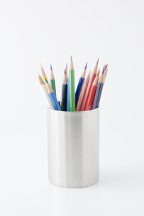 色鉛筆と鉛筆立ての写真素材 [FYI00381853]